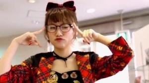 AKB48 高橋みなみ×メガネの愛眼 「ガンガンアイガン」 _ AKB48[公式].mp4_snapshot_01.20_[2016.02.02_01.26.51]