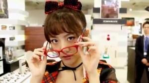 AKB48 高橋みなみ×メガネの愛眼 「ガンガンアイガン」 _ AKB48[公式].mp4_snapshot_03.00_[2016.02.02_01.30.31]