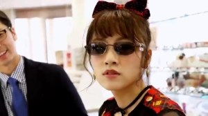 AKB48 高橋みなみ×メガネの愛眼 「ガンガンアイガン」 _ AKB48[公式].mp4_snapshot_03.08_[2016.02.02_01.30.43]